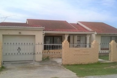 3 Bedroom House in Kwamagxaki