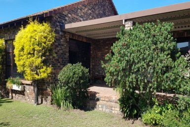 - 2 Bedroom Townhouse for sale in Greenacres Port Elizabeth 28 385x258 - 3 Bedroom Townhouse in Greenacres, Port Elizabeth