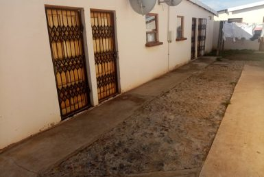 2 Bedroom House For Sale in Zwide